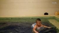 嘟嘟2岁学游泳