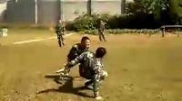 搏斗的士兵