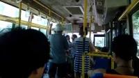 公交车上乘客无理取闹不交钱