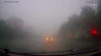 行车记录仪 山东滨州罕见大暴雨 狂风加冰雹 将汽车纷纷逼停