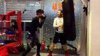 拳击初学者直勾拳打沙袋MARK BOXING北京拳击刘教练6.4.2015吴晓雨