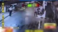 监拍--台湾痴汉闯服装店脱衣 强逼女顾客与其交往
