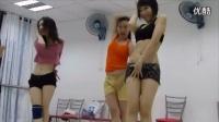 【逗趣生活秀】02期:越南洗剪吹妹子排舞现场,雷死人!