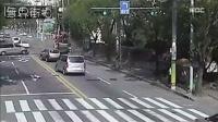 泵车失控,全速冲向围观路人!