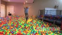 YouTube2015年度TOP3 Crazy Plastic Ball PRANK!!