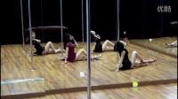 2015年收官之作性感女神狂想(舞)由钢管舞江芸编排,和美女一起演绎性感的钢管舞蹈