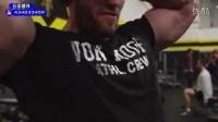 [个人秀]壮男健身房器械胸部锻炼