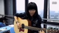 学生妹教室弹唱高歌梦想