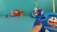 哆啦A梦遥控赛车开箱,猪猪侠面包超人粉红猪小妹一起开车 小叮当 叮当猫 亲子游戏 玩具试玩