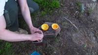 野外求生荒野生存技能超级好用的户外郊游技能橘子皮做蛋糕