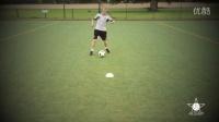 1对1过人训练--双脚跨球过人