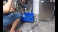 真空机加分装机真空包装米砖操作视频_标清