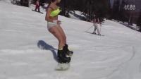 战斗民族巾帼不让须眉 俄比基尼美女雪上单板飞驰