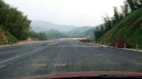 洞新高速崀山段风景如画