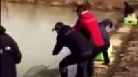 屁大一点水钓出二百斤重的鱼,奇了怪了!