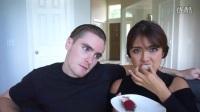 美国人吃臭豆腐和榴莲双黄月饼 超搞笑.mp4
