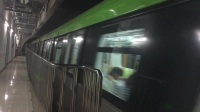 北京京港地铁16号线列车出西北旺站