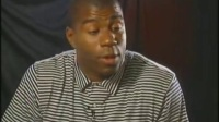 【MJ】魔术师约翰逊在乔丹第一次退役期间在电视前下跪恳求乔丹复出