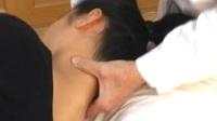 颈椎正骨手法  3、侧头摇正法