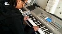 郭振伟的学生演奏的电子琴曲《劳动最光荣》
