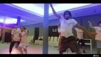 泰国夏立营的Dancehall课堂!Dancehall的大部分基本舞步其实是由牙买加人们日常生活的一些动作演变过来的。可以说他们已经生活和舞蹈已经融为一体