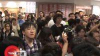 日本型男竹野内丰赴港  逾百名粉丝狂追