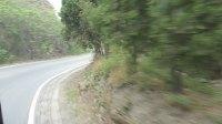 948路极速通过山路上的弯道