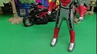 蝎子精偷了奥特曼胶囊,奥特曼急忙追上蝎子精要回胶囊