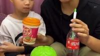 童年趣事:没有吸管怎么喝啊