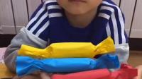 趣事童年:宝贝在逗妈妈玩呢
