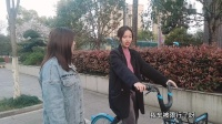 多多上班路上遇到公司的小范,骑着小蓝车,好心要带她一程~你们觉得怎么样