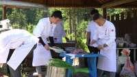 一群专心研制美食,只为给你提供一碗美味佳肴的团队。
