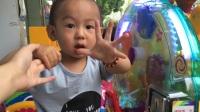 1岁萌娃宝宝坐喜洋洋摇摇车视频 熊熊乐园宝宝巴士粉猪玩具屋