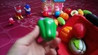 小猪佩奇汪汪队玩具视频大丰收开铲车收蔬菜