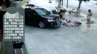 监控实拍:女司机挂错倒档冲上人行道 两女孩遭大殃...