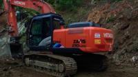 日立Zaxis 210lch-5挖掘机在石矿场工作