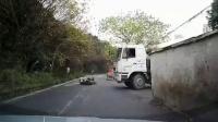 交通事故集锦54助你提高安全意识: 转自交通事故video: 侣途帮