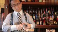 专业的调酒师连放冰块都有讲究,刀削冰块全靠手的温度融化