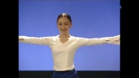 北京舞蹈学院朝鲜舞蹈朝鲜舞蹈在形态上体现为围、柠、含、曲、圆,主要的动作部位在上肢,而上肢的基本形态由主要体现在手臂、手位上。_高清