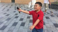 【7岁】10-1哈哈在浦东金桥公园写水毛笔字IMG_0937.MOV