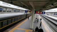 客车K546(成都-哈尔滨)SS7D牵引出广元站