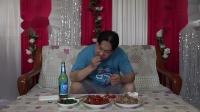 今天晚上吃个早饭,朱坤做的猪骨头龙虾和炒野菜,味道好极了
