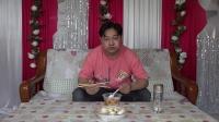 朱坤今天早上买了一些早点,豆腐脑和灌汤包,味道棒棒的