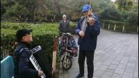 深秋季节于公园在气温14度条件下演奏《白毛女 序曲》