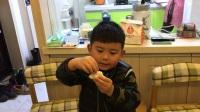 【快6岁】3-22哈哈跟奶奶一起学包饺子,包得不错IMG_1444.MOV