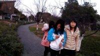 和朋友们在新区公园玩
