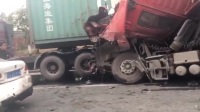 20170307深圳光明一货车失控,撞多辆轿车至报废。珍惜生命,远离货车。