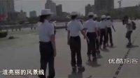 【拍客】成都天府广场女子城管轮滑上岗 引人瞩目!