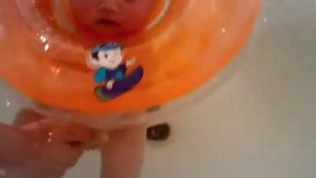 邱天小盆友swimming