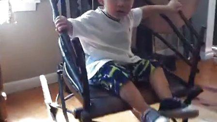 爱克坐爷爷的摇椅